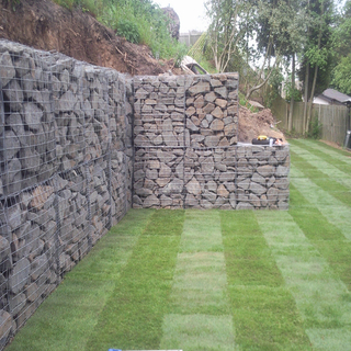 Courtyard stone gabion cage temporary retaining walls